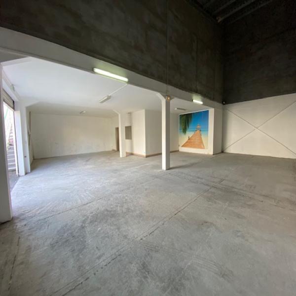Location Immobilier Professionnel Entrepôt Baie-Mahault 97122